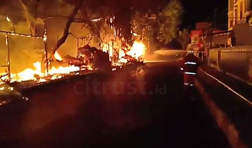 Pemilik Kios yang Terbakar di Sukalila dan Pasar Mambo Pasrah