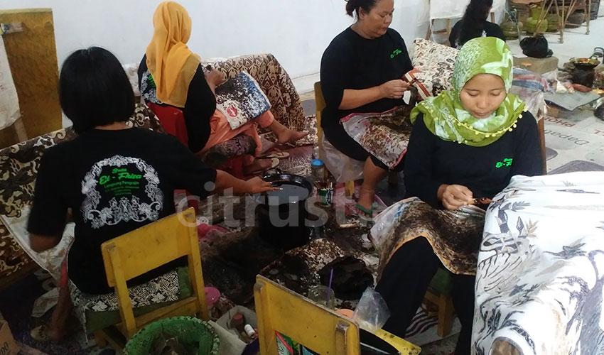 Batik Tulis Pengrajin Desa Kaliwulu Jadi Kebanggaan Cirebon