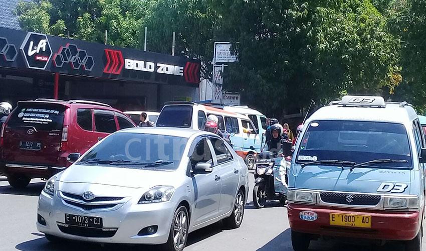 Jalan Perjuangan Salah Satu Simpul Kemacetan di Cirebon