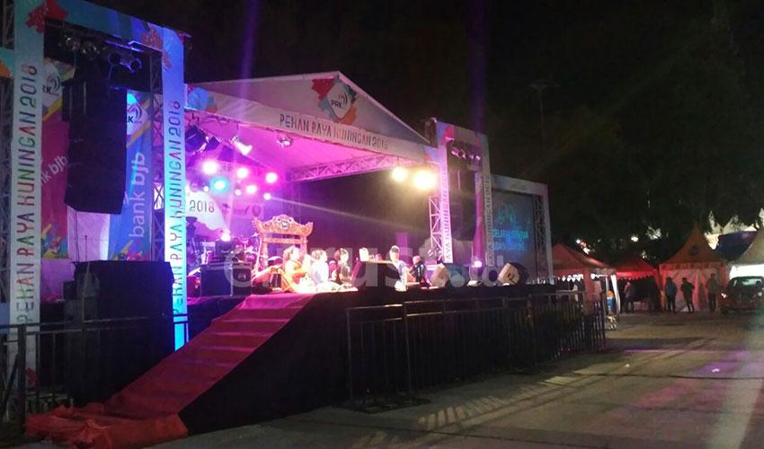 Pagelaran Seni Budaya (Jaipong) Turut Meriahkan Pekan Raya Kuningan