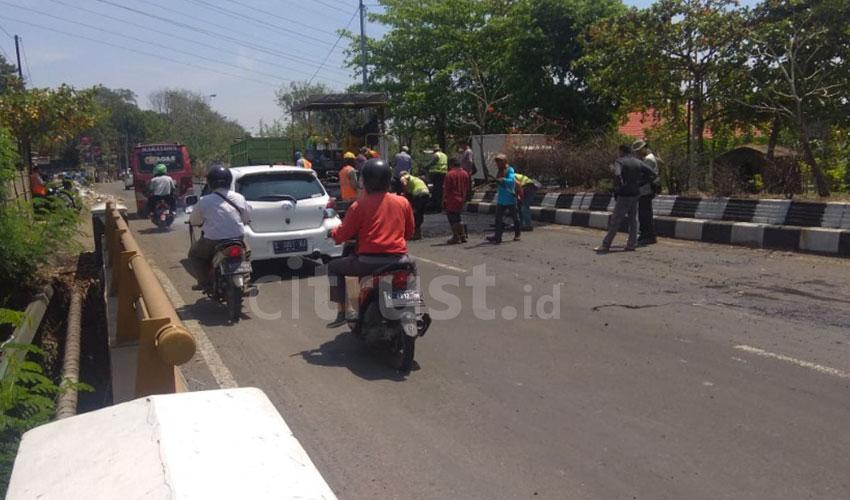 Perbaikan Jalan Pantura Cirebon Timbulkan Kemacetan