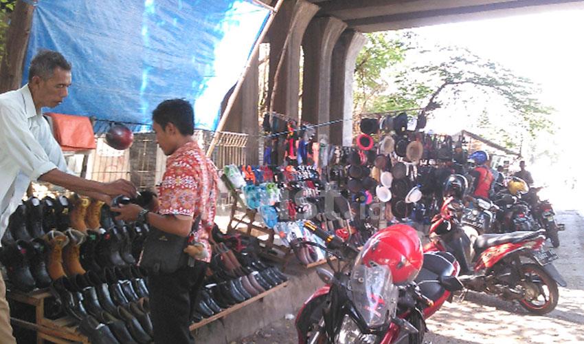 Mayoritas PKL di Kolong Tol Weru Berasal Dari Pasar Pasalaran