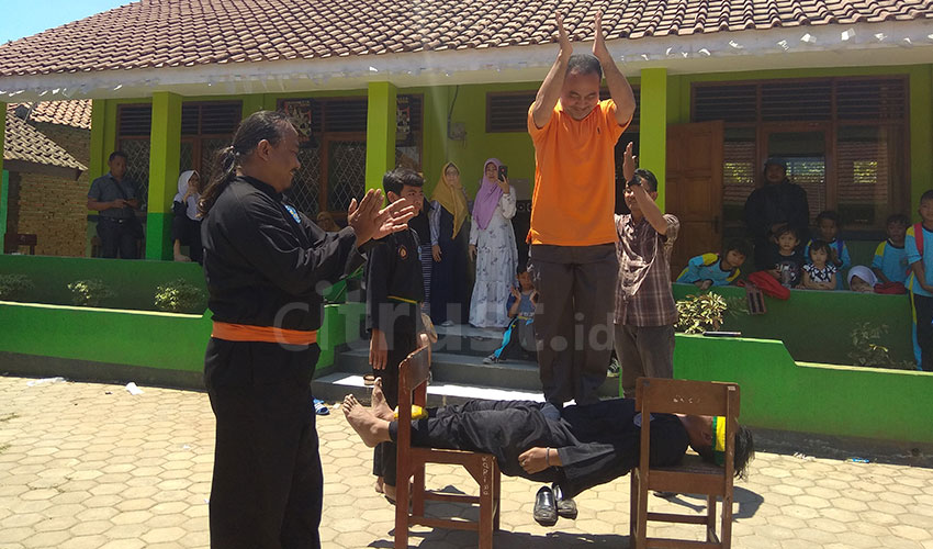 SDN 3 kerandon Perkenalkan Pencak Silat Asli Cirebon