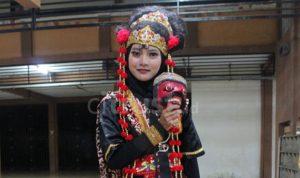 Siti Squrotul Aini, Perjuangan Menjadi Penari Topeng itu Tak Mudah