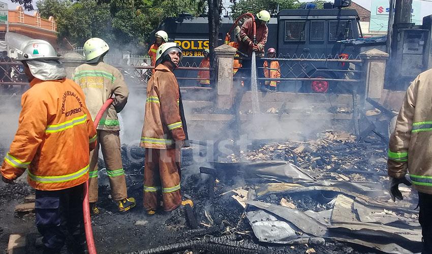 Kebakaran di Pasar Harjamukti Diduga Berasal Ledakan Dekat Gardu Listrik
