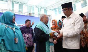 Gubernur Ridwan Kamil Lepas Jamaah Umrah dari Bandara Kertajati