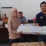 KPU Kabupaten Cirebon Serahkan 16 Spanduk dan 10 Baliho ke Sejumlah Parpol