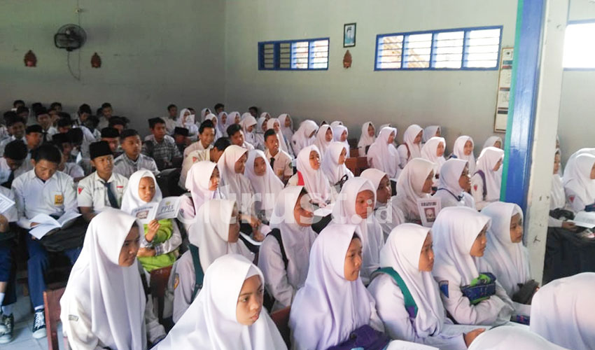 Ratusan Siswa SMK Salafiyah Plumbon Ikuti Masa Pengenalan Lingkungan Sekolah