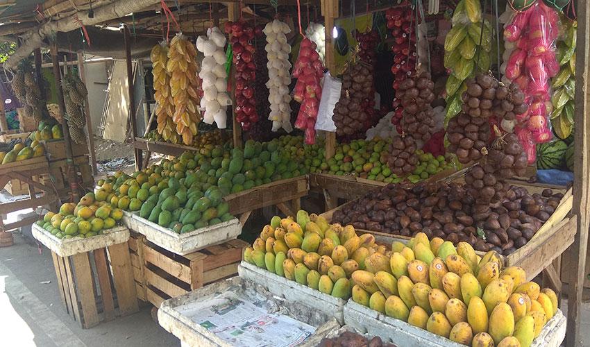 Harga Buah-buahan di Pasar Kalitanjung Melonjak