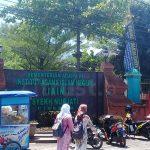 Keberadaan PKL Dinilai Mengganggu Keindahan Kampus di Cirebon