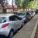 Kantongi Izin Pemerintah, Sales Mobil Manfaatkan Jalan Bima untuk Berjualan