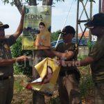 Bawaslu & Satpol PP Majalengka Lakukan Penertiban APK yang Salahi Aturan