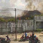 kebakaran cukup besar di lahan kosong Jalan Pilang Raya, Kedawung,