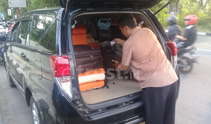 Geledah Rumah Pribadi Kadis PUPR Kab. Cirebon, KPK Amankan 3 KoperBarang Bukti