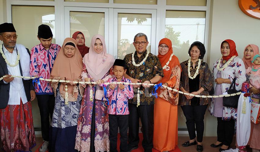 Mantan Gubernur Jabar Ahmad Heryawan Resmikan Batik Salma